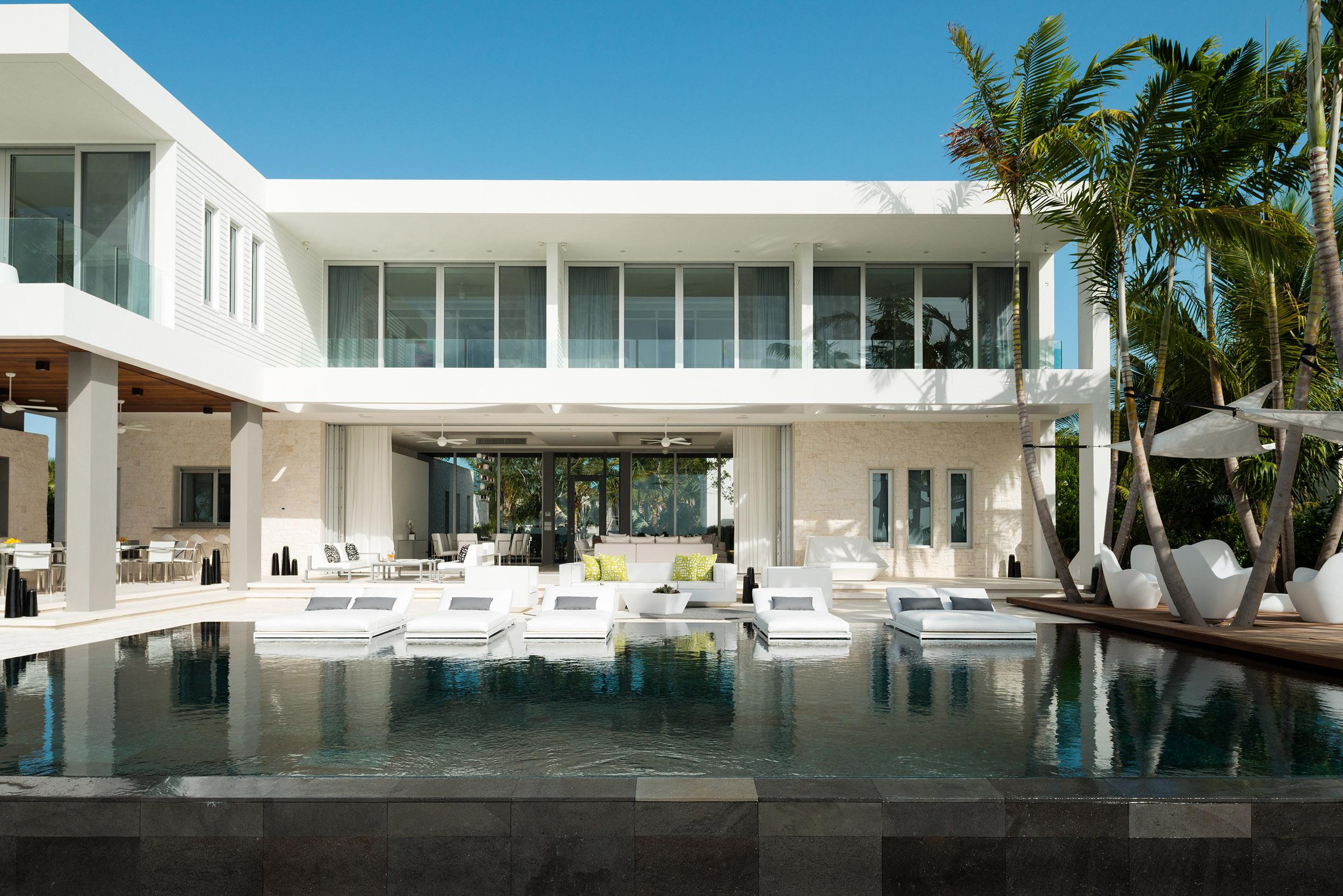 Villa Awa - view of the villa across the pool