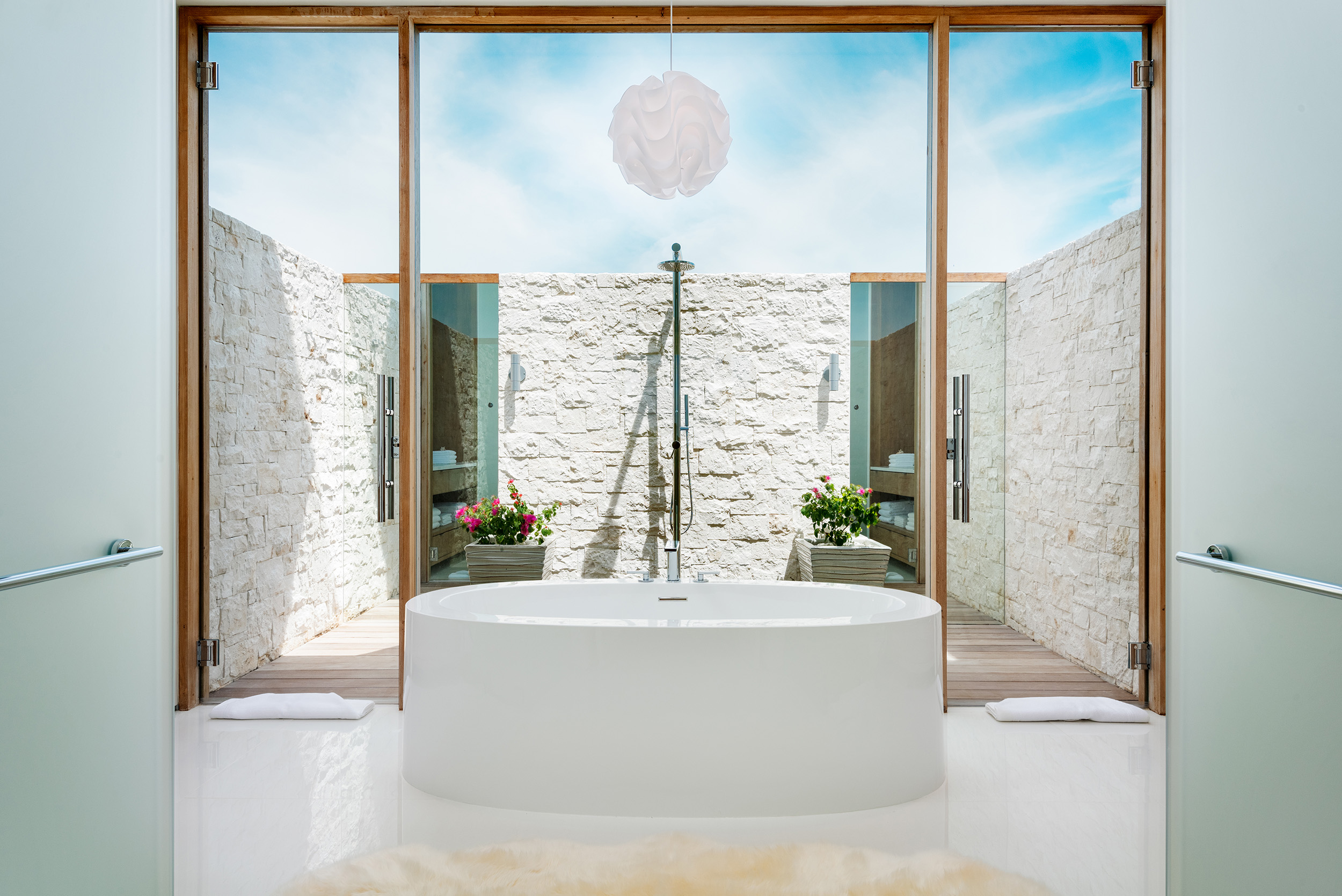 Emerald Pavilion - view of a bathroom with outdoor shower area