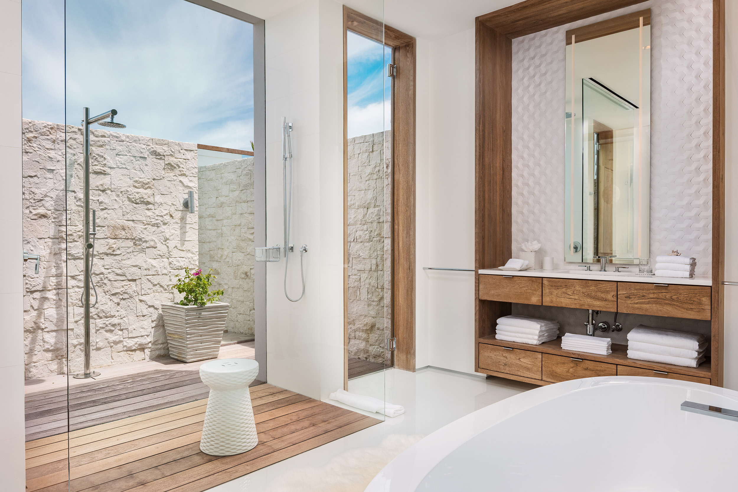 Emerald Pavilion - view of one of the bathrooms with outdoor shower