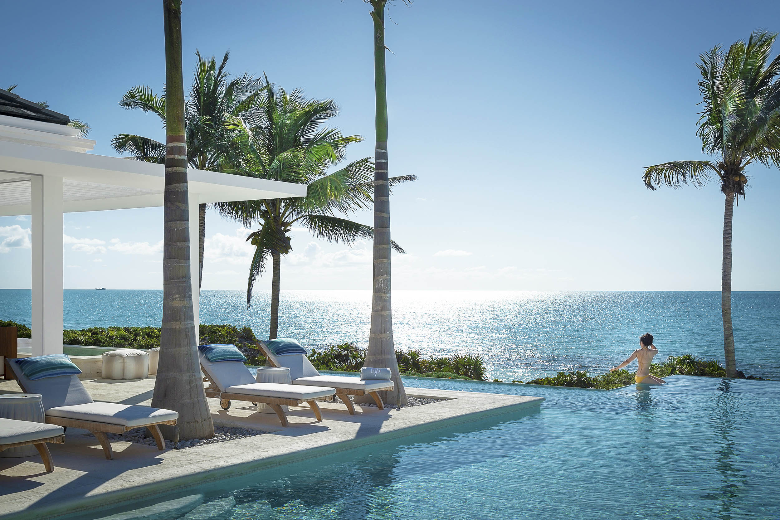 La Dolce Vita - view of the swimming pool with ocean beyond