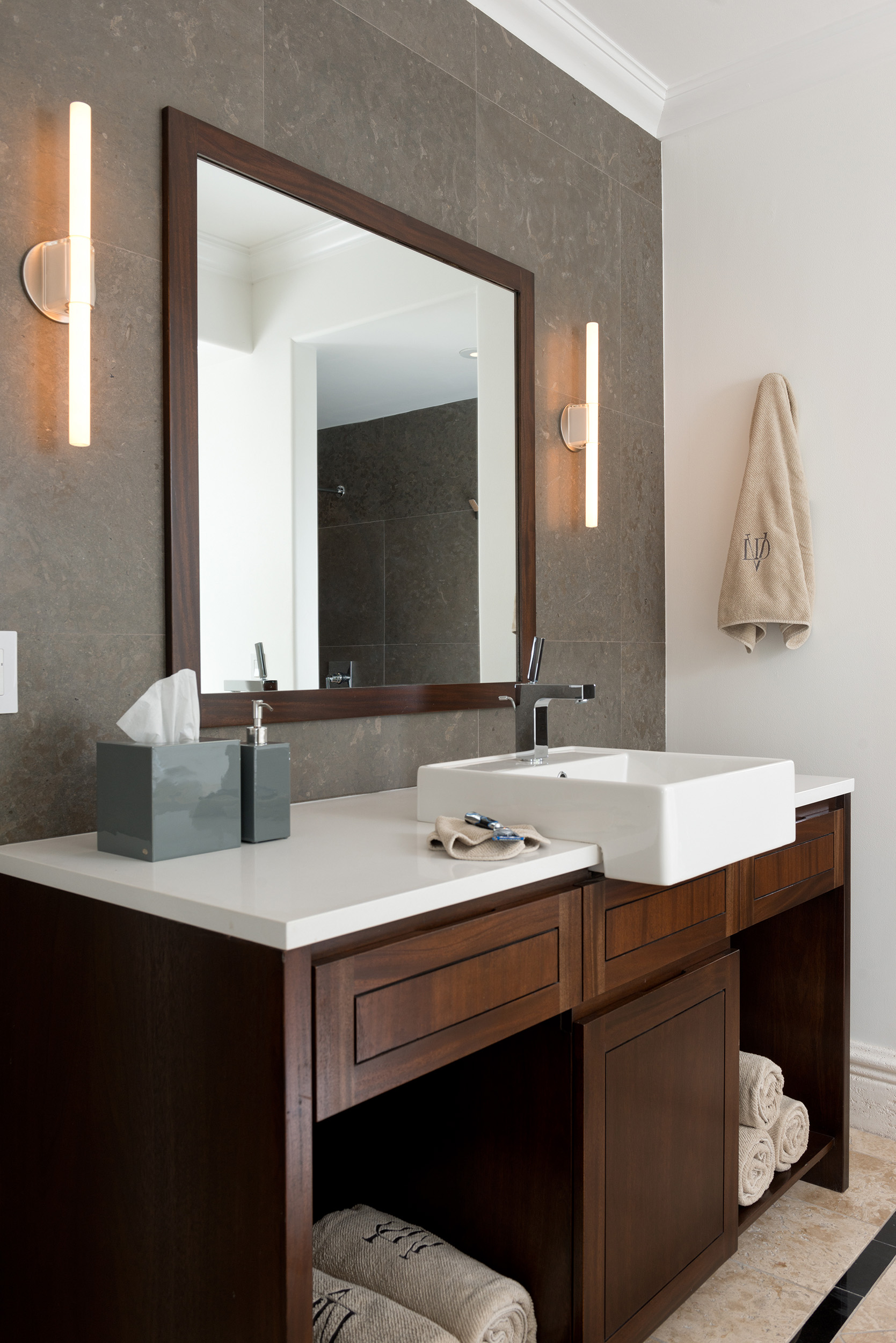 La Dolce Vita - view of a vanity unit