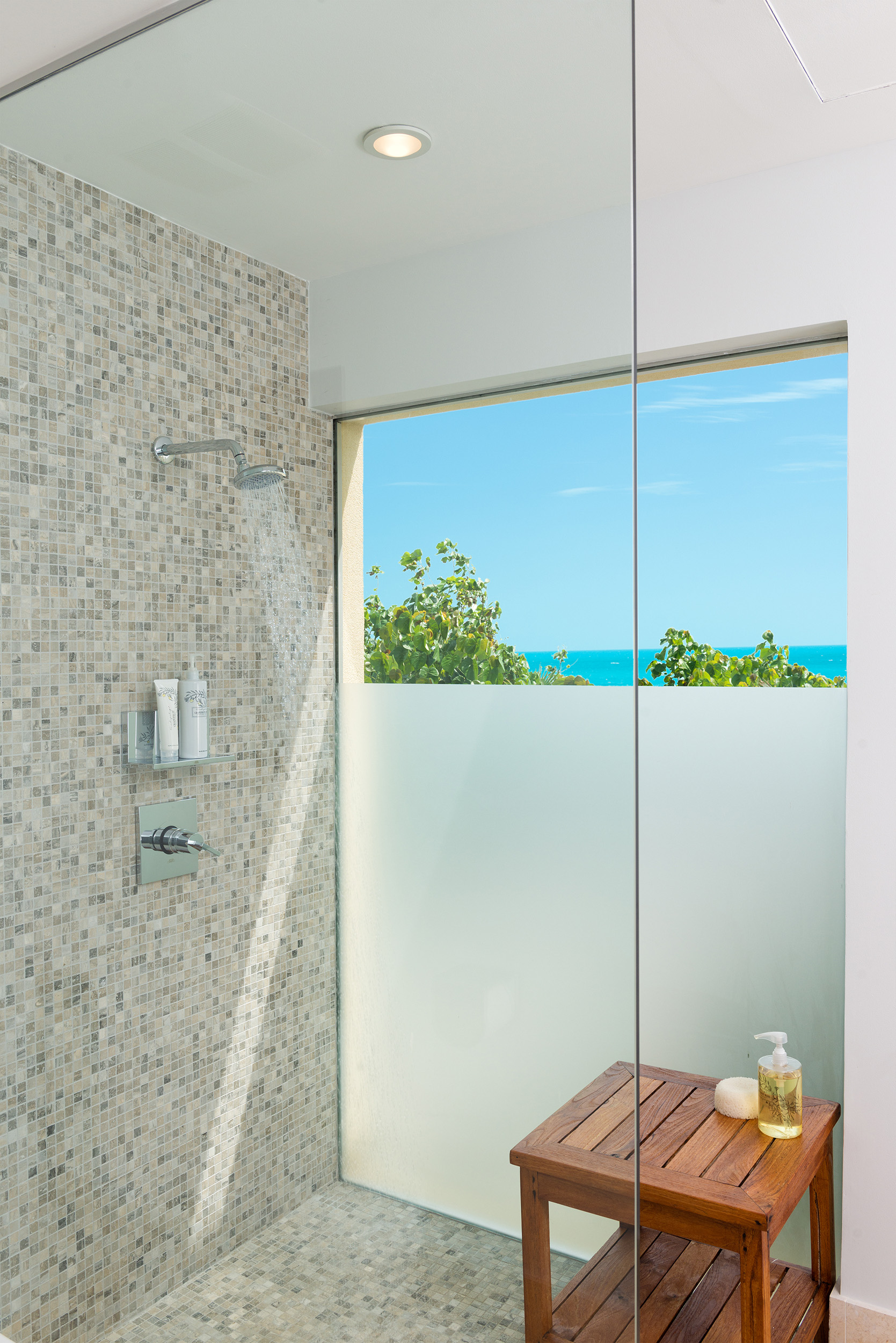 La Dolce Vita - view of one of the showers