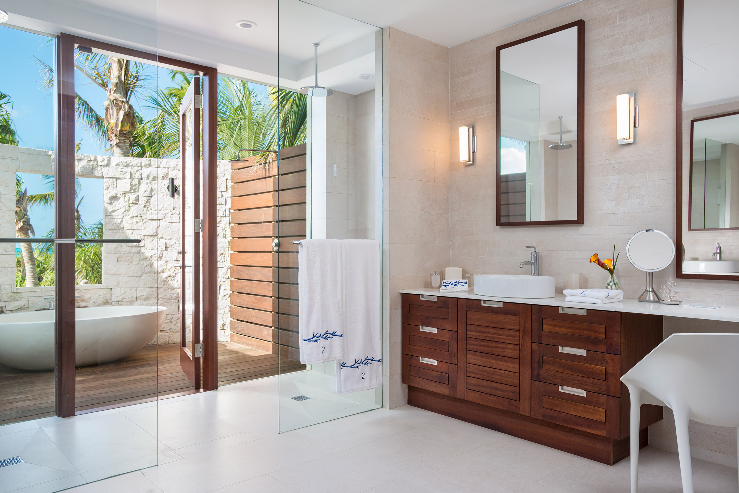 Sentosa - view of one of the bathrooms with outdoor bath tub