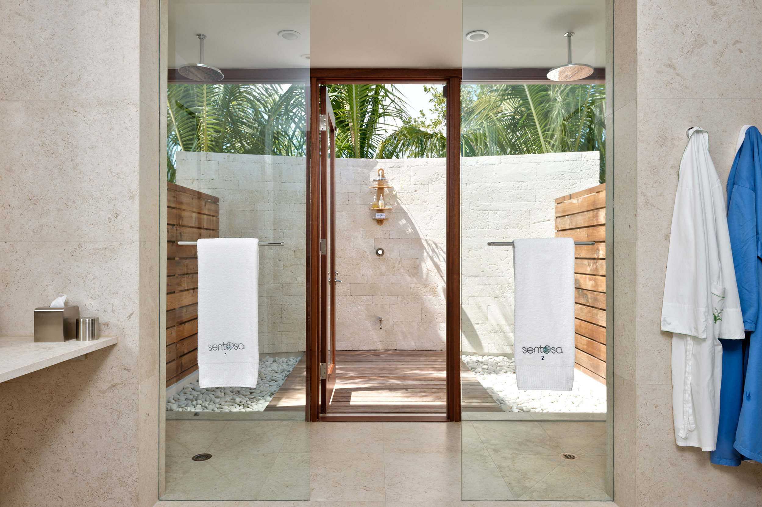 Sentosa - view showing an outdoor shower area