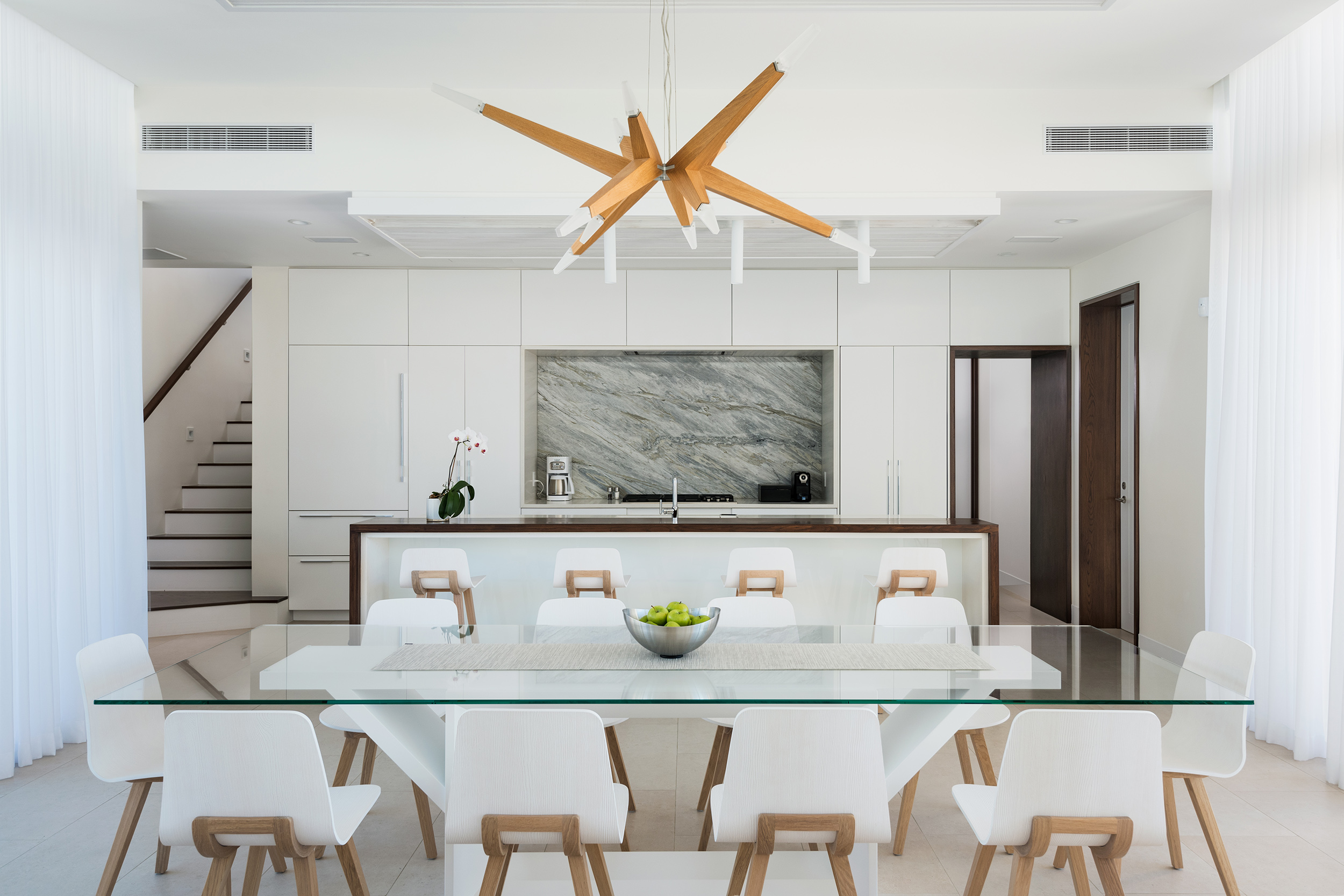 Wymara Villas - view of the dining and kitchen areas