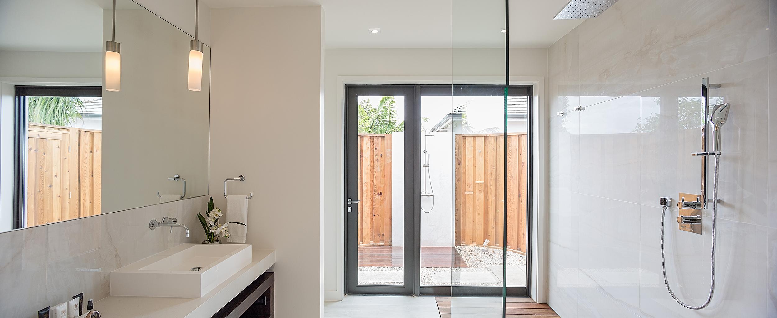 Brise De Mer - view of a bathroom with external shower area