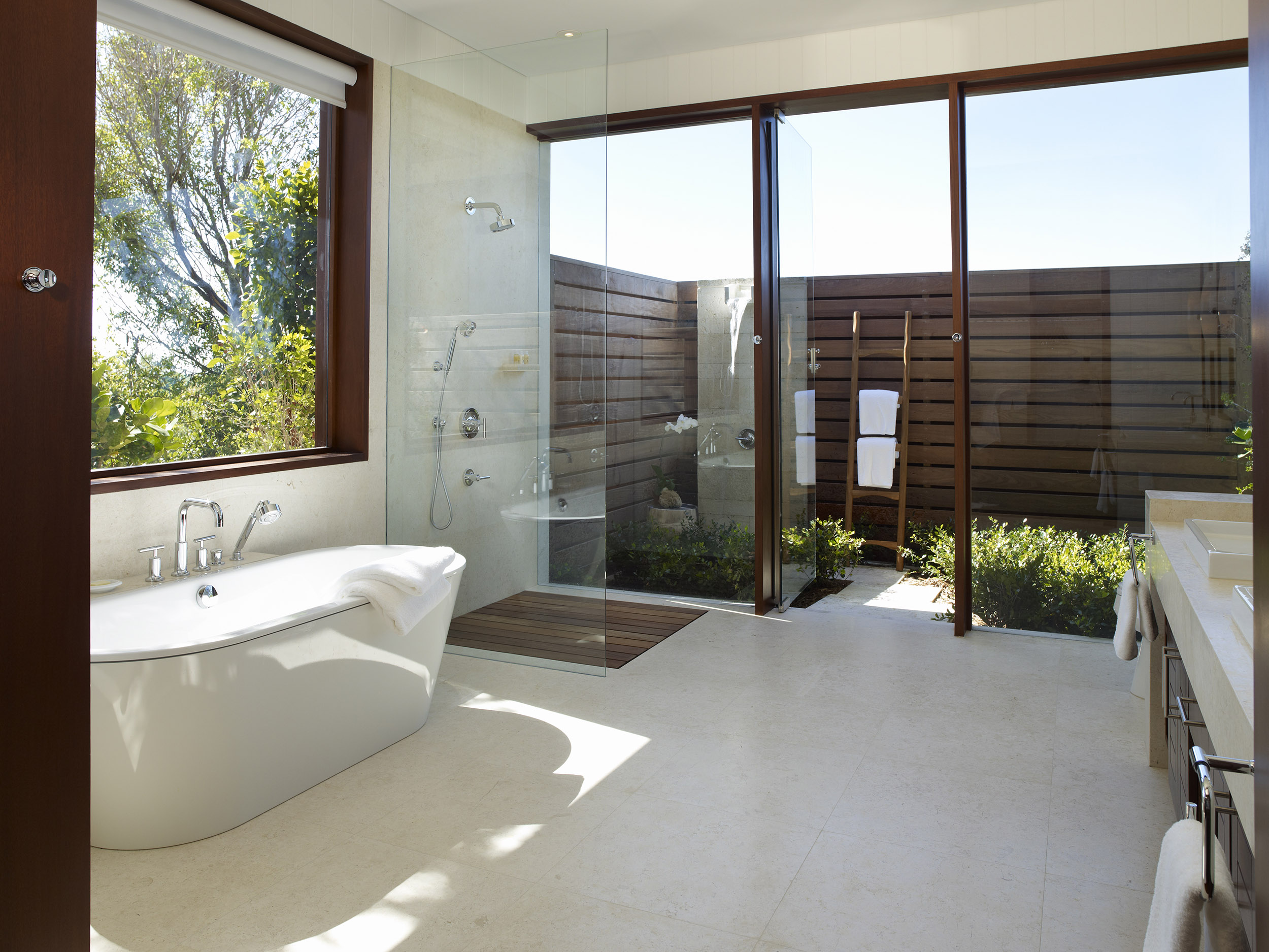 Tamarind - view of a bathroom with outdoor shower