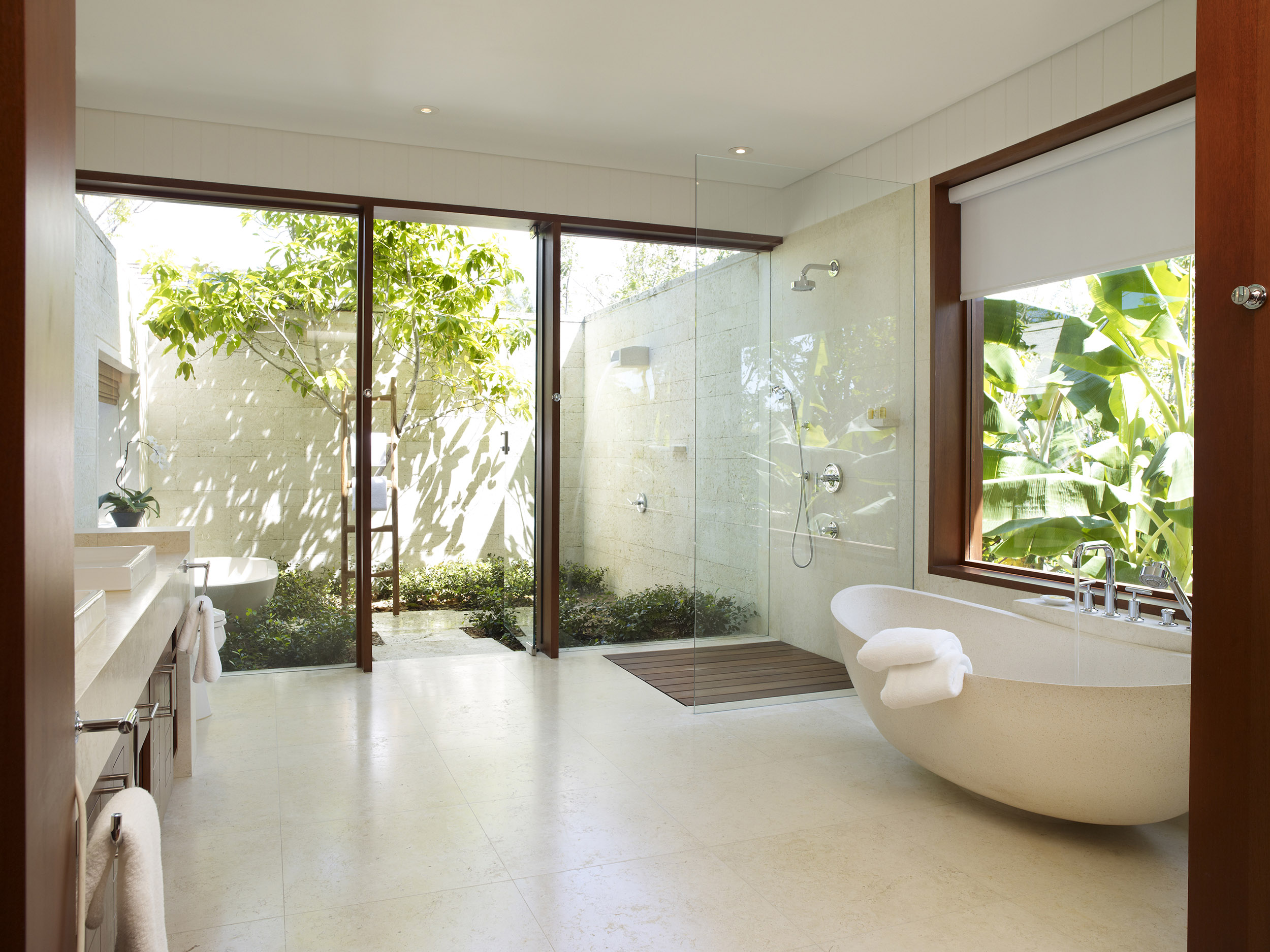 Tamarind - view of a bathroom with outdoor shower and bath tub