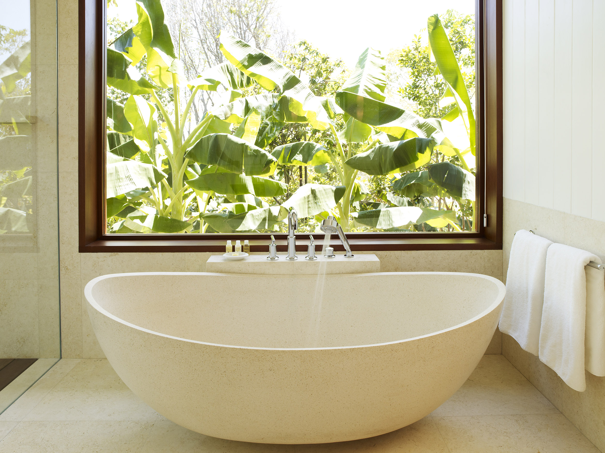 Tamarind - view of the bath tub