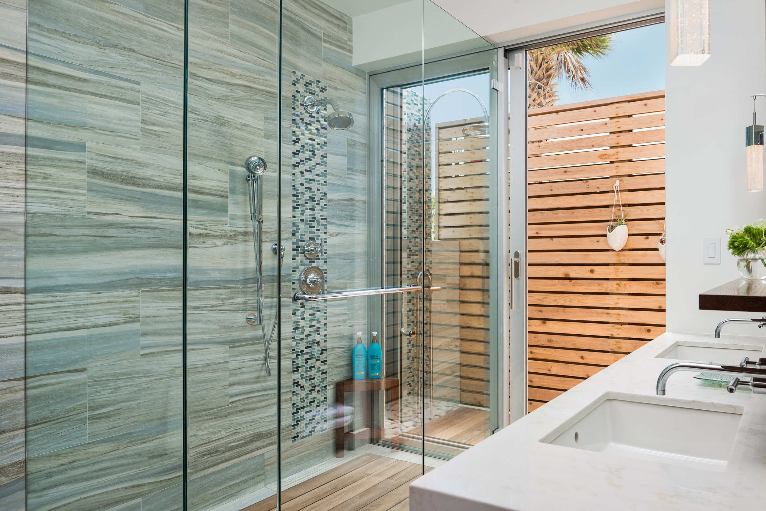 Villa Alinna - view of bathroom, with external shower area